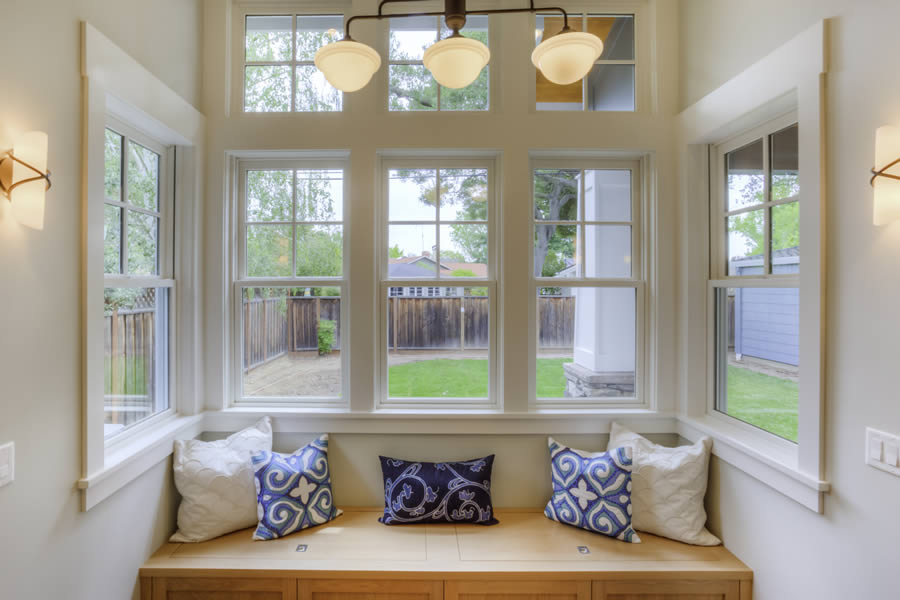 Top features of vinyl windows that you can choose for your for Best vinyl replacement windows